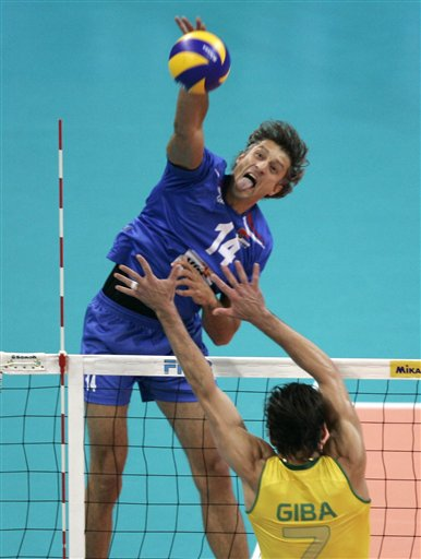 http://www.volleywood.net/wp-content/uploads/2011/05/famous-volleyball-players-ivan-miljkovic-giba.jpg