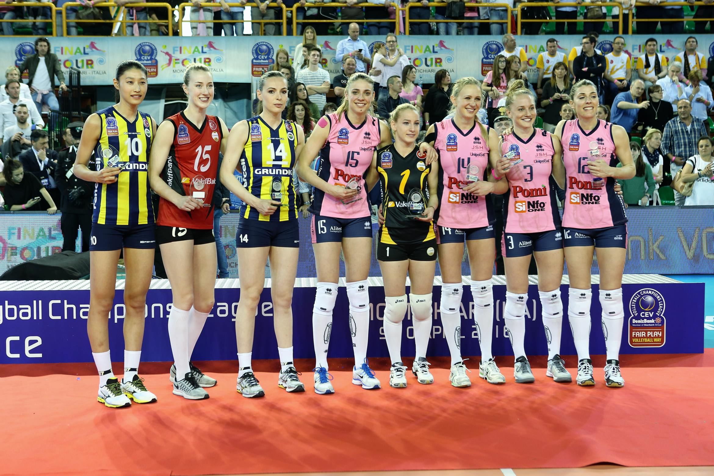 Volleyball player francesca piccinini apologise, but